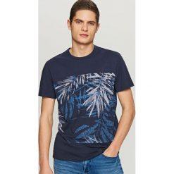 T-shirty męskie: T-shirt z nadrukiem liści – Granatowy