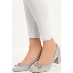 Szare Czółenka Verso. Szare buty ślubne damskie Born2be, ze skóry, na niskim obcasie, na słupku. Za 49,99 zł.