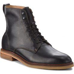 Kozaki CLARKS - Clarkdale Rich 261362657 Black Leather. Czarne buty zimowe męskie marki Clarks, z materiału. W wyprzedaży za 469,00 zł.
