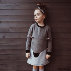 Sukienka bluza dresowa Wilk. Czarne sukienki dziewczęce z falbanami Pakamera, z bawełny. Za 119,00 zł.