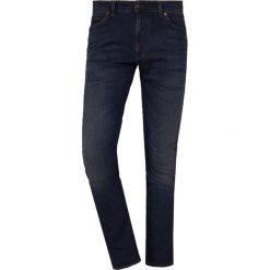 DRYKORN JAW Jeansy Slim Fit dark blue. Niebieskie jeansy męskie relaxed fit marki DRYKORN, m, z dekoltem karo. Za 629,00 zł.