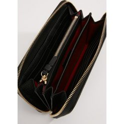 Lancel LETTRINE CONTINENTAL Portfel black. Czarne portfele damskie marki Lancel. Za 1029,00 zł.