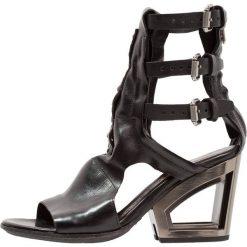 A.S.98 Sandały z cholewką nero. Czarne sandały damskie A.S.98, z materiału. Za 1009,00 zł.