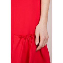 MICHAEL Michael Kors RUFFLE DRESS Sukienka z dżerseju true red. Czerwone sukienki z falbanami marki MICHAEL Michael Kors, z dżerseju. W wyprzedaży za 573,30 zł.