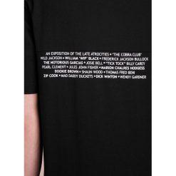 McQ Alexander McQueen PATCHWORK TEE Tshirt z nadrukiem darkest black. Czarne koszulki polo McQ Alexander McQueen, m, z nadrukiem, z bawełny. W wyprzedaży za 365,40 zł.