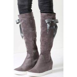 Szare Kozaki Heart Of Silver. Czarne buty zimowe damskie marki Born2be, z materiału, z okrągłym noskiem, na niskim obcasie, na koturnie. Za 69,99 zł.