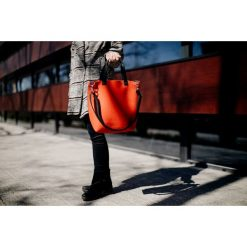 Torebka filcowa KORALOWA z paskiem na skos. Pomarańczowe torebki klasyczne damskie Pakamera. Za 279,00 zł.