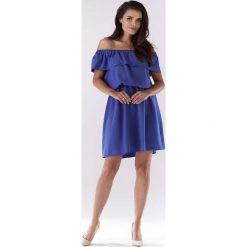 Niebieska Sukienka ze Zmysłowym Dekoltem Carmen. Niebieskie sukienki mini marki bonprix, na lato, w kwiaty, z asymetrycznym kołnierzem. Za 119,90 zł.