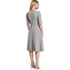 CHARLA Sukienka midi z wiązaniem przy dekolcie - szara. Szare sukienki rozkloszowane Moe, na imprezę, dekolt w kształcie v, midi. Za 169,00 zł.