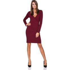 Bordowa Sukienka Wizytowa z Kopertowym Dekoltem. Czerwone sukienki dzianinowe marki Molly.pl, do pracy, l, biznesowe, z kopertowym dekoltem, dopasowane. Za 139,90 zł.
