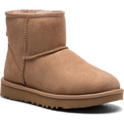 Buty UGG - W Classic Mini II 1016222 W/Fawn. Szare buty zimowe damskie marki Ugg, z materiału, z okrągłym noskiem. Za 709,00 zł.
