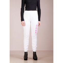Spodnie dresowe damskie: Agolde TRACK PANT Spodnie treningowe white