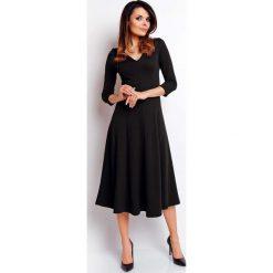 Czarna Elegancka Rozkloszowana Sukienka z Dekoltem V. Czarne sukienki balowe marki Molly.pl, do pracy, l, rozkloszowane. W wyprzedaży za 109,65 zł.