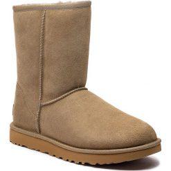 Buty UGG - W Classic Short II 1016223  W/Alp. Szare buty zimowe damskie marki Ugg, z materiału, z okrągłym noskiem. Za 879,00 zł.