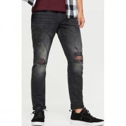 Jeansy COMFORT - Czarny. Czarne jeansy męskie regular Cropp. W wyprzedaży za 59,99 zł.