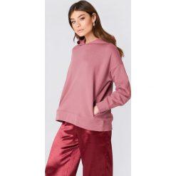 Bluzy damskie: NA-KD Trend Bluza z kapturem z drapowanym rękawem – Pink