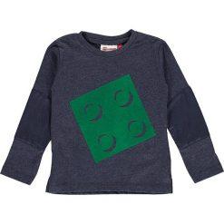 """Koszulka """"Tyler 602"""" w kolorze niebieskoszarym. Niebieskie t-shirty chłopięce z długim rękawem LEGO Wear, z aplikacjami. W wyprzedaży za 49,95 zł."""