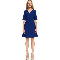 GEORGETTE Trapezowa sukienka z krótkim rękawem - chabrowa. Niebieskie sukienki hiszpanki Stylove, z dekoltem w serek, z krótkim rękawem, mini, trapezowe. Za 159,90 zł.