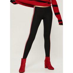 Legginsy z lampasami - Czerwony. Czarne legginsy marki TXM. Za 29,99 zł.