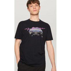T-shirty męskie z nadrukiem: T-shirt z nadrukiem the midnight – Szary