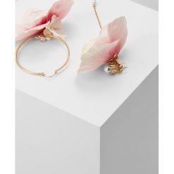 Anton Heunis FLOWER ASYMETRIC EARRINGS Kolczyki pink/goldcoloured. Czerwone kolczyki damskie Anton Heunis. Za 379,00 zł.