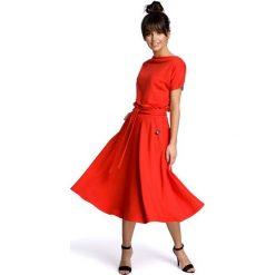 ANNETTE Sukienka z rozkloszowanym dołem - czerwona. Niebieskie sukienki rozkloszowane marki numoco, na imprezę, s, w kwiaty, z jeansu, sportowe. Za 199,00 zł.