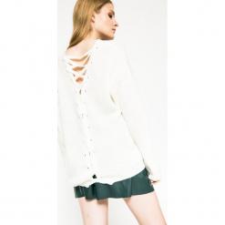 Medicine - Sweter Future Past. Białe swetry oversize damskie MEDICINE, l, z dzianiny, z okrągłym kołnierzem. W wyprzedaży za 59,90 zł.