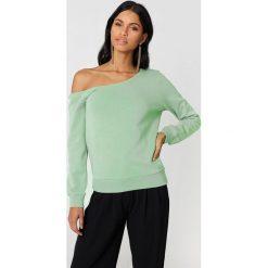 Swetry klasyczne damskie: NA-KD Basic Sweter na jedno ramię - Green