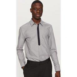Koszule męskie na spinki: Koszula z kontrastową plisą – Jasny szar