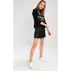 Bluzy rozpinane damskie: Superdry APPLIQUE CROP HOOD Bluza z kapturem black
