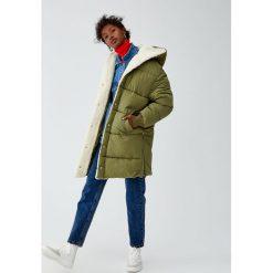 Pikowany płaszcz z barankiem. Brązowe płaszcze damskie marki Pull&Bear. Za 249,00 zł.