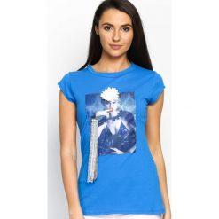 Niebieski T-shirt Added Value. Niebieskie bluzki z odkrytymi ramionami Born2be, s, z aplikacjami, z okrągłym kołnierzem. Za 24,99 zł.
