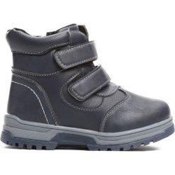 Granatowe Traperki Persistently. Szare buty zimowe chłopięce Born2be, ze skóry, na rzepy. Za 69,99 zł.