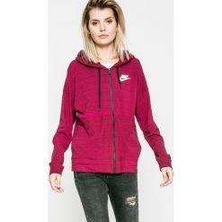 Nike Sportswear - Bluza. Różowe bluzy sportowe damskie marki Nike Sportswear, l, z nylonu, z okrągłym kołnierzem. W wyprzedaży za 179,90 zł.