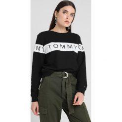 Tommy Jeans LOGO  Bluza tommy black. Czarne bluzy rozpinane damskie Tommy Jeans, xl, z bawełny. Za 349,00 zł.