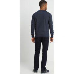 GANT GRAPHIC CNECK Bluza marine. Niebieskie bluzy męskie marki GANT. Za 379,00 zł.