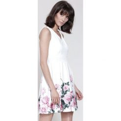 Sukienki: Biało-Różowa Sukienka Cascade