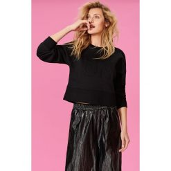 Bluzy rozpinane damskie: Bluza z tłoczonym napisem - Czarny
