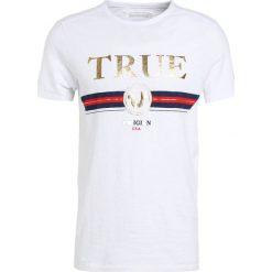 True Religion LOGO Tshirt z nadrukiem weiss. Białe t-shirty męskie z nadrukiem True Religion, m, z bawełny. Za 339,00 zł.