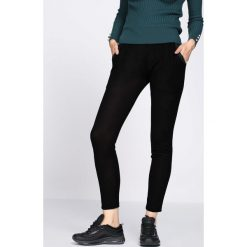 Czarne Spodnie Dresowe Tranquility. Czarne spodnie dresowe damskie marki Born2be, l. Za 29,99 zł.