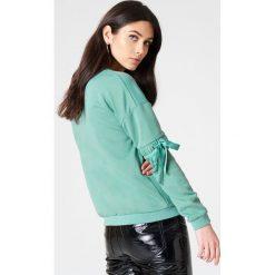 Rut&Circle Sweter z rękawem z elastyczną wstawką Thora - Green. Zielone swetry klasyczne damskie marki Rut&Circle, z dzianiny, z okrągłym kołnierzem. W wyprzedaży za 80,98 zł.