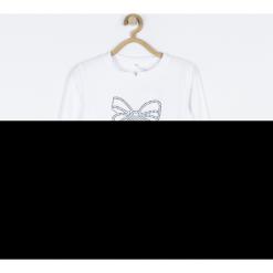 Koszulka. Białe bluzki dziewczęce bawełniane ELEGANT JUNIIOR GIRL, z nadrukiem, z klasycznym kołnierzykiem, z długim rękawem. Za 59,90 zł.