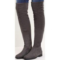 Szare Kozaki Recreate. Szare buty zimowe damskie Born2be, z okrągłym noskiem, za kolano, na płaskiej podeszwie. Za 79,99 zł.