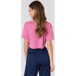 NA-KD Basic Krótki T-shirt z dekoltem V - Pink. Różowe t-shirty damskie marki NA-KD Basic, z bawełny. W wyprzedaży za 20,48 zł.