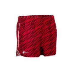 Spodenki Tenis Soft Damskie. Czerwone szorty damskie marki ARTENGO, z materiału, sportowe. W wyprzedaży za 24,99 zł.