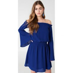 NA-KD Boho Sukienka z odkrytymi ramionami i szerokim rękawem - Blue. Czerwone sukienki boho marki Mohito, l, z materiału, z falbankami. Za 121,95 zł.