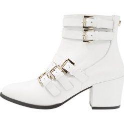Steve Madden FIBBIE Ankle boot white. Czerwone botki damskie skórzane marki Steve Madden. Za 629,00 zł.