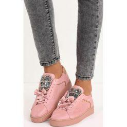 Różowe Buty Sportowe Rebellious. Fioletowe buty sportowe damskie marki KALENJI, z gumy, do biegania. Za 59,99 zł.