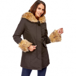 Płaszcz w kolorze czarnym. Czerwone płaszcze damskie zimowe marki Cropp, l. W wyprzedaży za 272,95 zł.