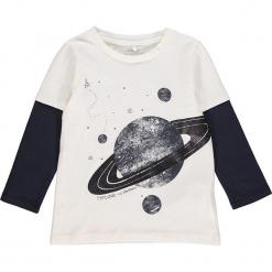 """Koszulka """"Rafan"""" w kolorze biało-granatowym. Białe t-shirty chłopięce z długim rękawem Name it Kids, z bawełny. W wyprzedaży za 37,95 zł."""